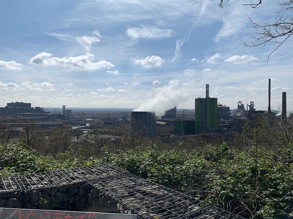 Ausblick vom Alsumer Berg auf Stahlwerk und Hochöfen